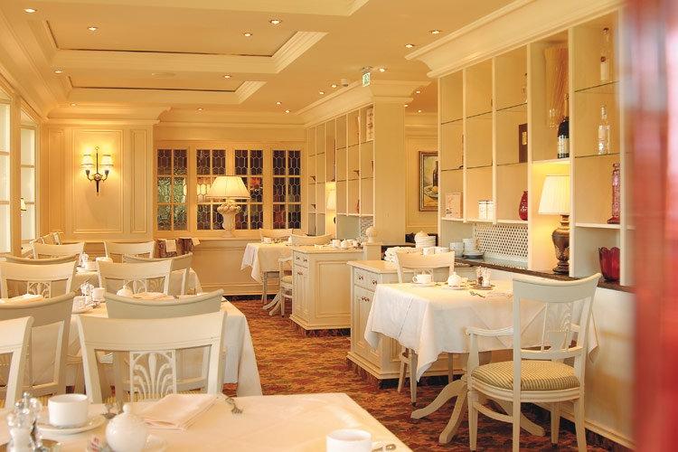Không gian nhà hàng đẹp sang trọng